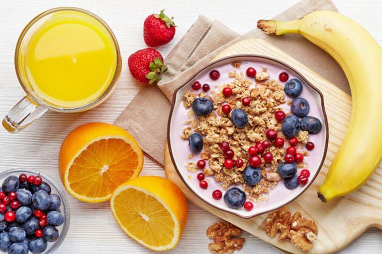 Ăn trái cây mỗi ngày rất tốt cho cơ thể và có thể hỗ trợ giảm triệu chứng bệnh