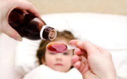 Cho trẻ uống thuốc đúng giờ để phát huy hết tác dụng