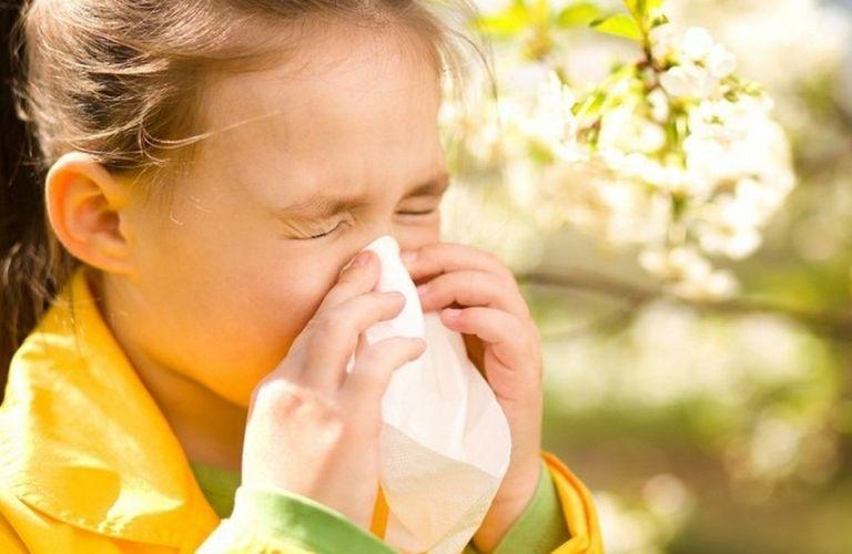 Thời tiết thay đổi khiến trẻ dễ mắc các bệnh đường tai mũi họng