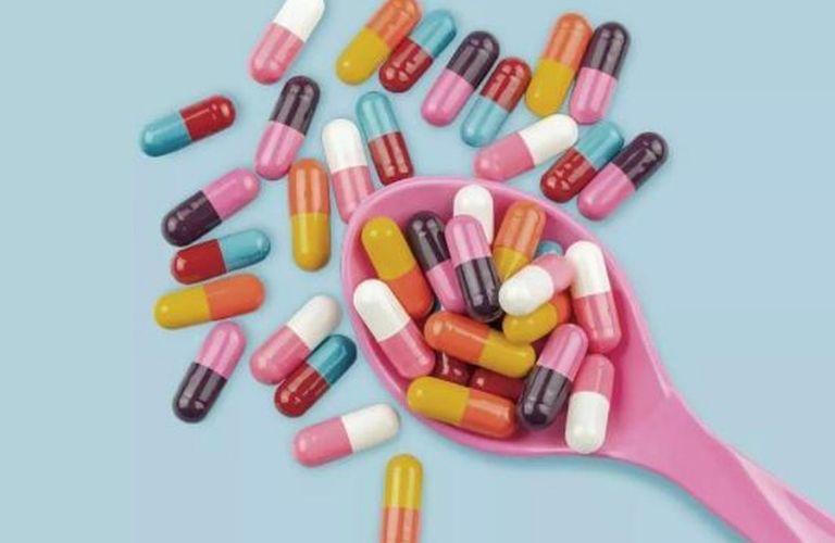 Dùng thuốc Tây y điều trị nên đặc biệt cẩn trọng