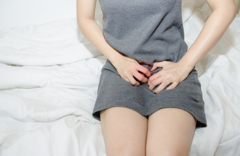 Đau ngứa ở vùng âm đạo là triệu chứng điển hình dễ nhận biết