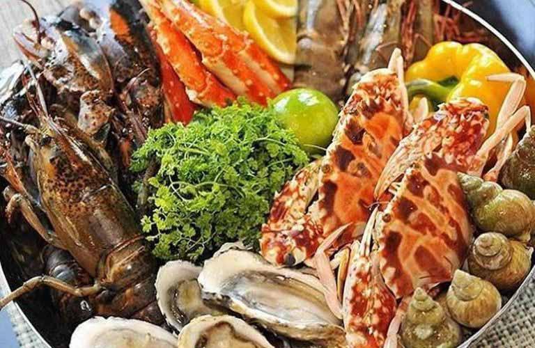 Hải sản là nhóm thực phẩm rất dễ gây dị ứng