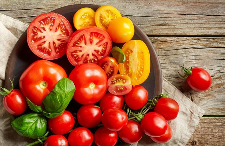 Cà chua là loại quả người bệnh viêm tiền liệt tuyến nên bổ sung