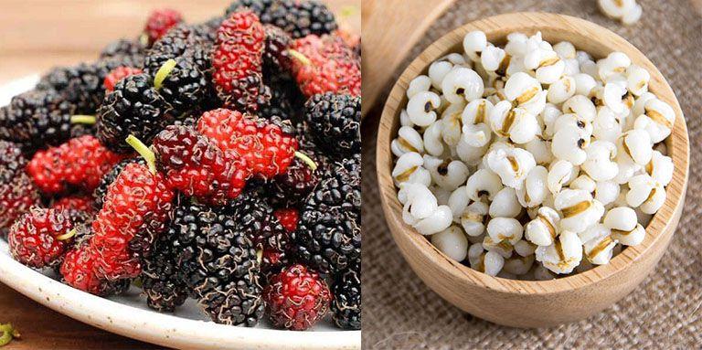 Dâu tươi và hạt ý dĩ giúp giảm viêm, đào thải độc tố