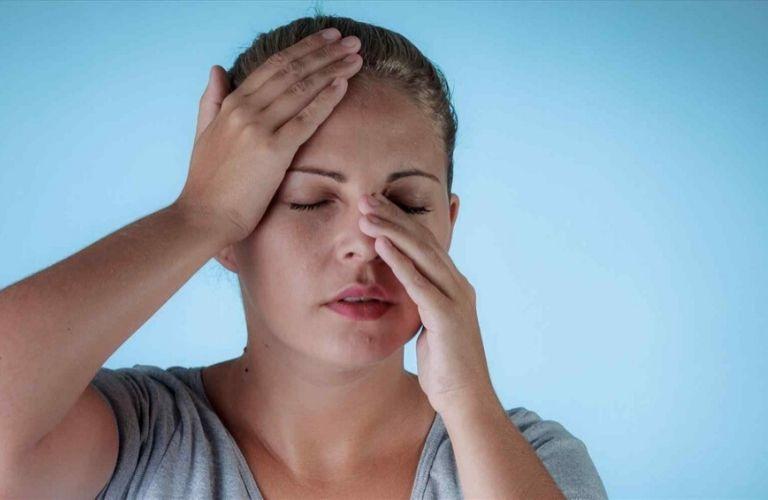 Viêm xoang thường kèm theo biểu hiện đau nhức nhiều vị trí liên quan