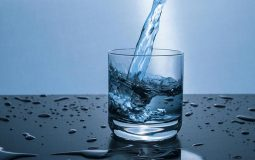Bị sỏi thận uống nước gì cho hết? Nước khoáng là lựa chọn phổ biến nhất