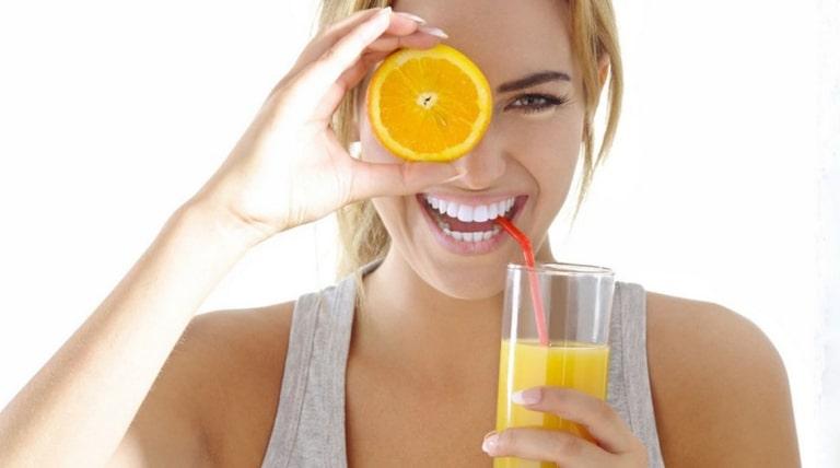Bệnh nhân sỏi thận uống được nước cam với liều lượng vừa phải