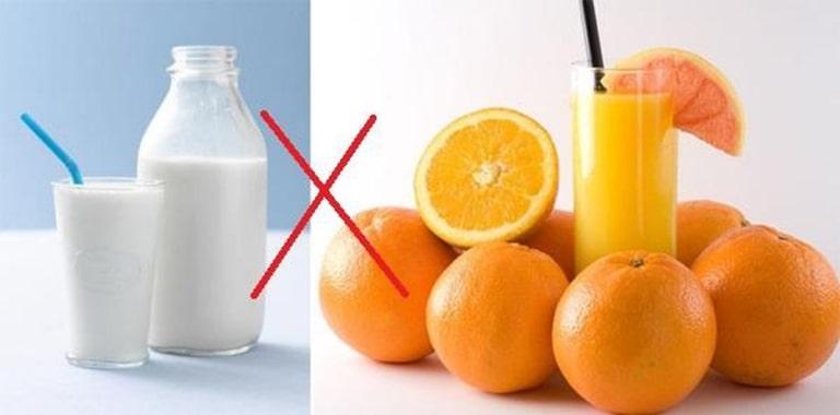 Người bệnh sỏi thận cần lưu ý những thực phẩm không nên kết hợp với nước cam