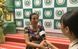 Cô Hoàng Thị Hường trả lời phỏng vấn tại Lễ Khai trương Bệnh viện Quân Dân 102