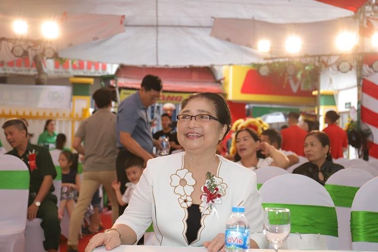 Nghệ sĩ Kim Xuyến tham gia lễ khai trương bệnh viện Quân dân 102