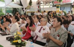 Các nghệ sĩ đến tham dự sự kiện Khai trương Bệnh viện YHCT Quân dân 102