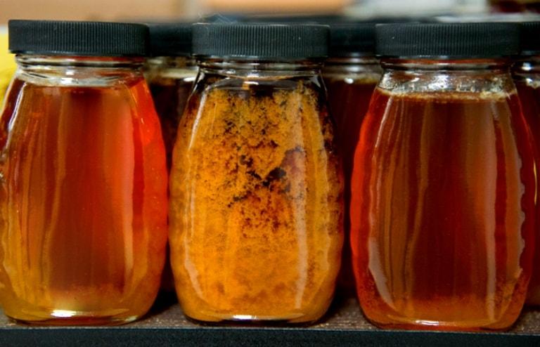 Không nên sử dụng mật ong có dấu hiệu hỏng