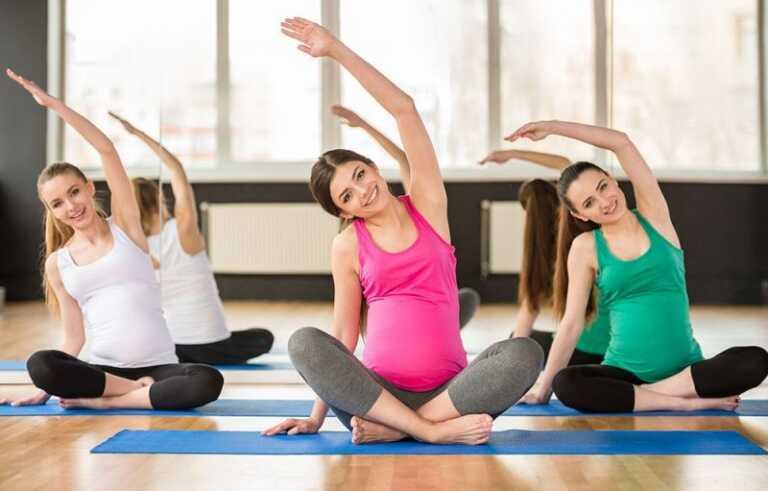 Mẹ bầu thường xuyên tập những bài tập nhẹ nhàng vừa giúp cơ thể khoẻ mạnh hơn mà tinh thần cũng tốt lên