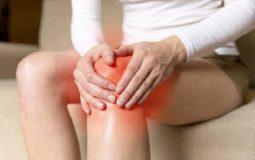 Đau khớp gối khi đứng lên ngồi xuống là bệnh gì? Phải làm sao?