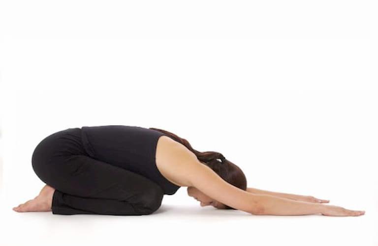Tập yoga chữa bệnh xương khớp - Tư thế em bé