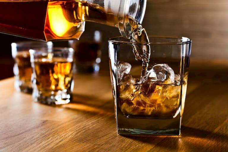 Đồ uống có cồn không tốt cho người bị viêm đa khớp