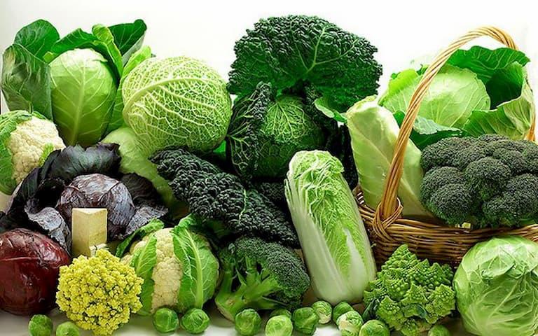 Các loại rau xanh đậm có nhiều lợi ích với người bệnh viêm đa khớp