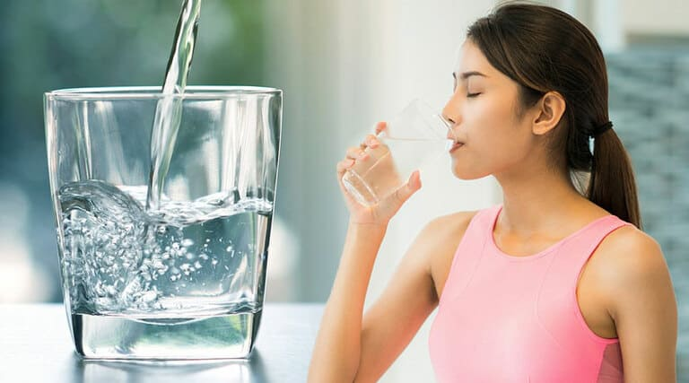 Điều trị bệnh bằng thuốc kháng sinh nên uống nhiều nước mỗi ngày