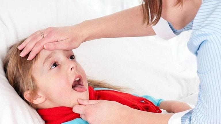 Người bệnh cần chú ý các biểu hiện viêm amidan để đến bệnh viện kịp thời