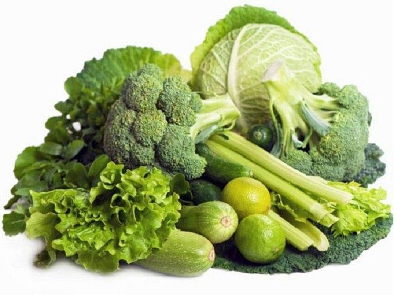 Với hàm lượng vitamin và chất xơ cao, rau xanh là thực phẩm hàng đầu người mắc viêm da dị ứng nên dùng