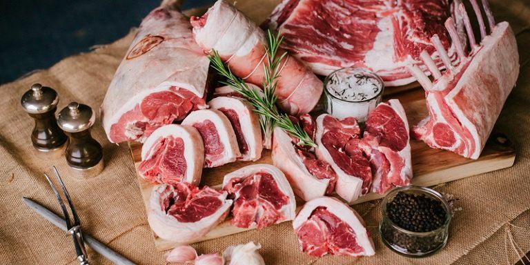 """Các loại thịt béo là đáp án cho thắc mắc: """"Viêm da dị ứng kiêng ăn gì"""""""