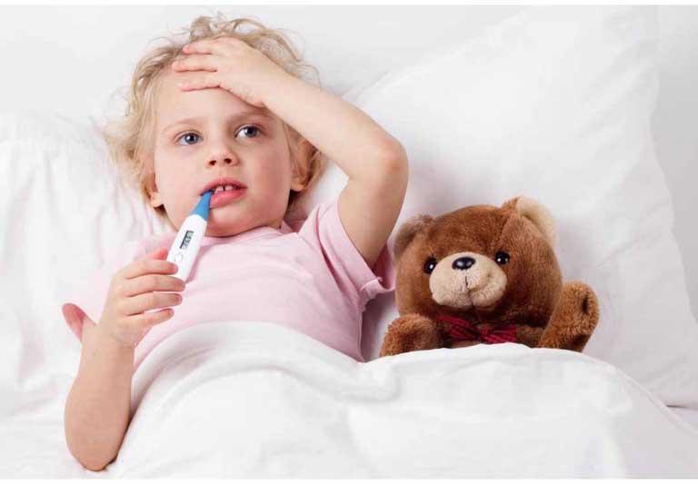 Viêm đường tiết niệu có thể xảy ra ở cả bé trai và bé gái