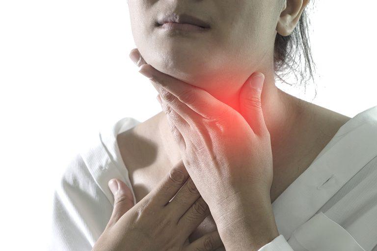 Đôi khi có thể xuất hiện đau họng kéo dài sau cắt amidan