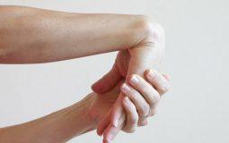 Cách chữa đau khớp cổ tay tại nhà: Tổng hợp các biện pháp hiệu quả nhất