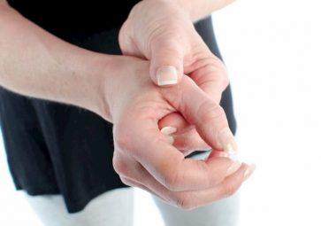 Sưng khớp tay là bệnh gì? Các biện pháp xử lý triệt để