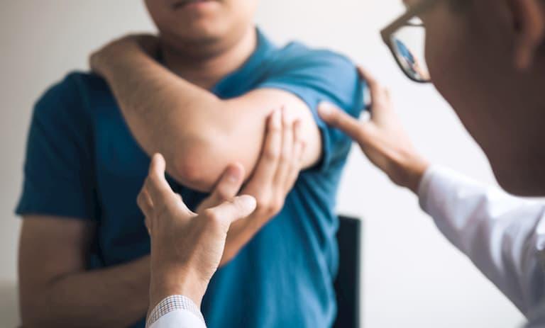 Các bác sĩ trước tiên sẽ xem xét các triệu chứng lâm sàng