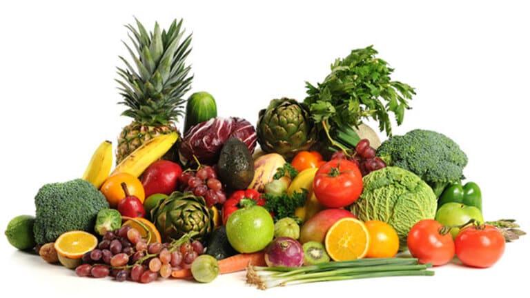 Người bệnh viêm da dị ứng thời tiết nên ăn các loại rau củ quả có nhiều vitamin để nâng cao sức đề kháng
