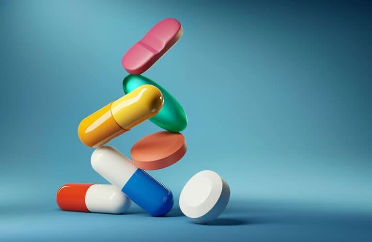 Thuốc tây chữa viêm da ở trẻ sơ sinh nhanh chóng, hiệu quả nhưng có một số tác dụng phụ, bố mẹ cần lưu ý