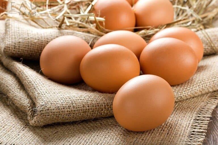 Trứng có nhiều protein không tốt cho da bị viêm nhiễm, mẹ và bé cần tránh các món ăn được chế biến từ trứng