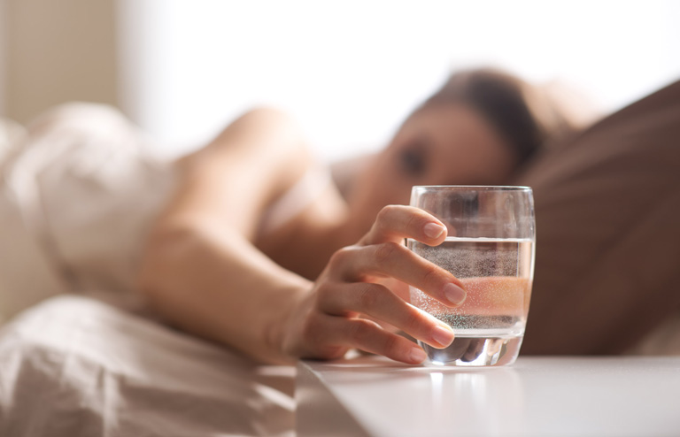 Viêm đường tiết niệu có nên uống nhiều nước không - Người bệnh nên uống từ 2 đến 2.5 lít nước mỗi ngày