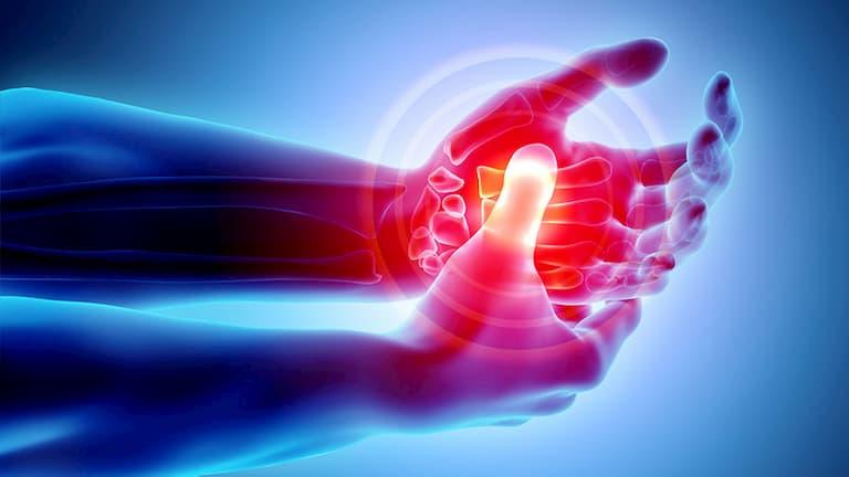 Viêm khớp tay xảy ra khi các khớp bị hao mòn