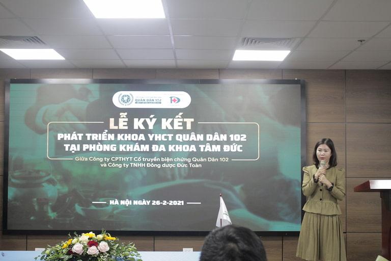 Bà Trần Thanh Hằng phát biểu trong buổi lễ