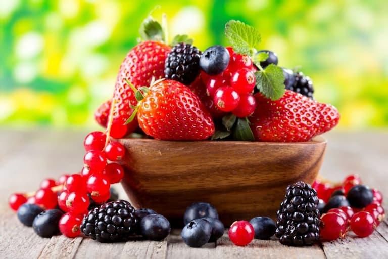 Người bị thoát vị đĩa đệm nên ăn nhiều các loại quả mọng