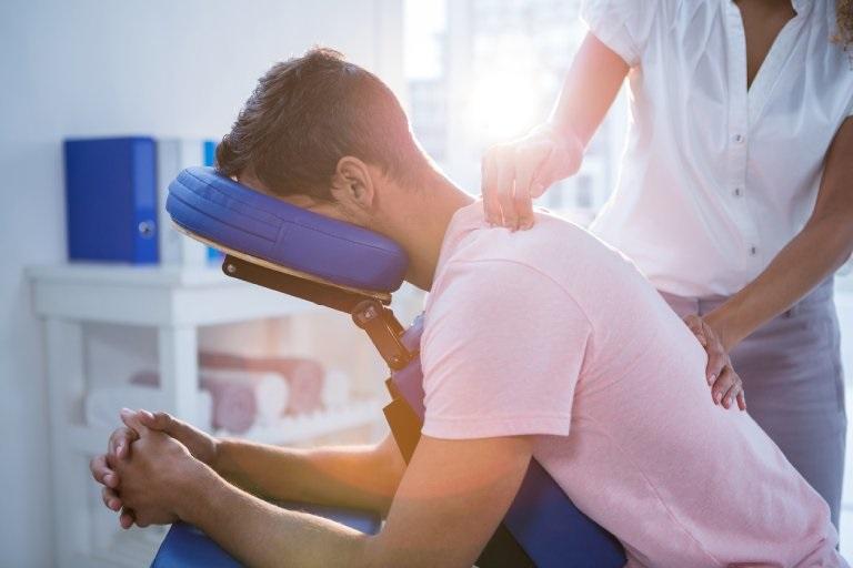 Hoạt động điều trị được căn cứ trên nguyên nhân và tình trạng bệnh lý