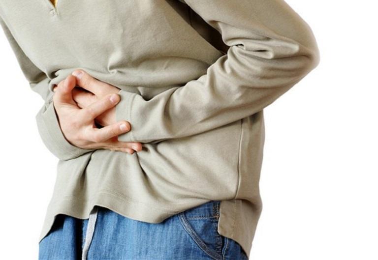 Viêm đường tiết niệu gây tiểu buốt, tiểu rắt, tiểu có mủ kèm đau lưng