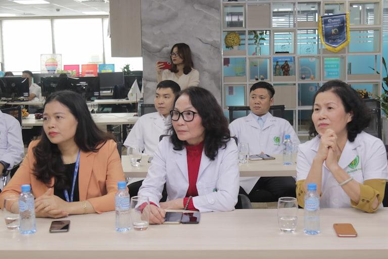 Buổi lễ còn có sự góp mặt của các bác sĩ, các chuyên gia đầu ngành trong lĩnh vực y học cổ truyền