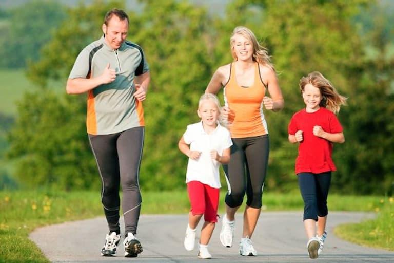 Thể dục thể thao giúp tăng cường và bảo vệ sức khỏe xương khớp cho mọi người