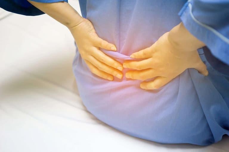 Người bệnh luôn cảm thấy đau nhức ở khu vực đĩa đệm bị lệch