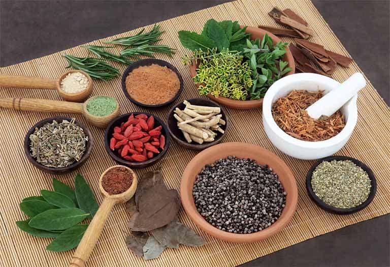 Các bài thuốc Đông y có thể hỗ trợ hiệu quả cho người bệnh