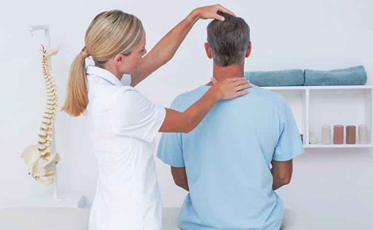 Các bác sĩ thường khám tổng quát trước khi thực hiện kiểm tra hình ảnh