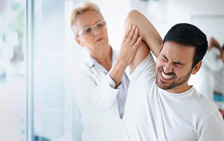 Các bác sĩ thường khám sơ bộ nhằm đưa ra chẩn đoán ban đầu