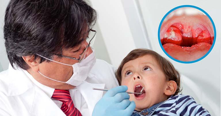 Cho trẻ thăm khám để chẩn đoán chính xác bệnh