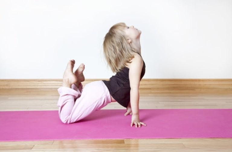 Bé chăm chỉ tập luyện thể dục, thể thao giúp tăng cường đề kháng, nâng cao hệ miễn dịch