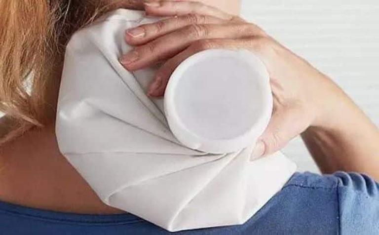 Chườm nóng giúp giảm đau nhức
