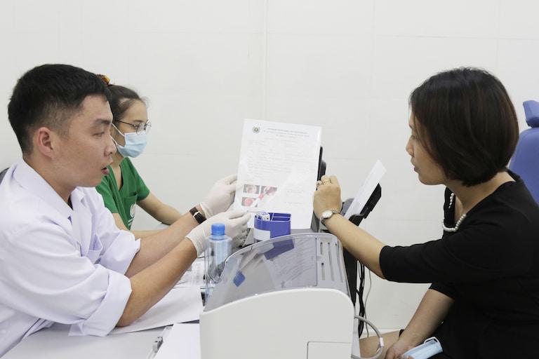 Quân Dân 102 kết hợp y học hiện đại trong thăm khám cho người bệnh