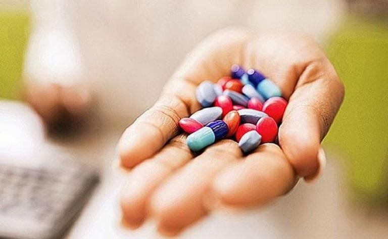 Lột da tay bị ngứa phải làm sao, người bệnh sử dụng thuốc Tây cho hiệu quả tốt, tiện lợi